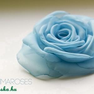 Kék rózsa , Ékszer, Esküvő, Kitűző, bross, Kék szirmok alkotják ezt a klasszikus rózsát. Minden szirmát magam alakítottam, hogy a lehető legmin..., Meska