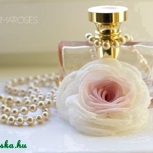 Rózsaszín átmenetes  rózsa - bross/hajcsat, Táska, Divat & Szépség, Ruha, divat, Hajbavaló, Hajcsat, Varrás, Ezt a rózsát kizárólag megrögzött romantikusoknak ajánlom! :-)\n\nBelül rózsaszín, kívül ekrü/törtfehé..., Meska
