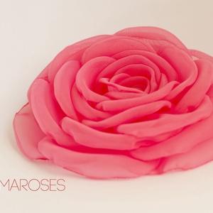 Pink rózsa, Táska, Divat & Szépség, Hajbavaló, Ruha, divat, Hajcsat, Varrás, A nyár igazán energikus divatszíne. Pink. \n\n\nSzirmait egyenként alakítottam, varrtam, hogy a lehető ..., Meska