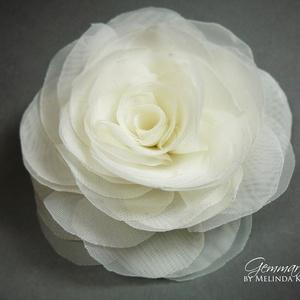 Stilizált rózsa - ekrü (gemma) - Meska.hu