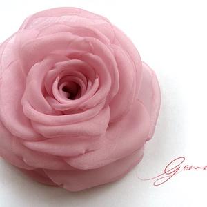 Rózsaszín  rózsa - kitűző/hajcsat, Esküvő, Táska, Divat & Szépség, Hajbavaló, Ruha, divat, Hajcsat, Varrás, Ennek a klasszikus formájú textil rózsának minden egyes szirmát magam alakítottam, varrtam. \n\nIdeáli..., Meska