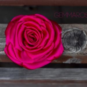 Ciklámen rózsa - kitűző/hajcsat, Esküvő, Táska, Divat & Szépség, Hajbavaló, Ruha, divat, Hajcsat, Ennek a klasszikus formájú textil rózsának minden egyes szirmát magam alakítottam, varrtam.   Ideáli..., Meska