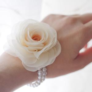Gyöngysoros karkötő rózsával (gemma) - Meska.hu