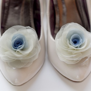 Átmenetes kék rózsa cipőklipsz (gemma) - Meska.hu