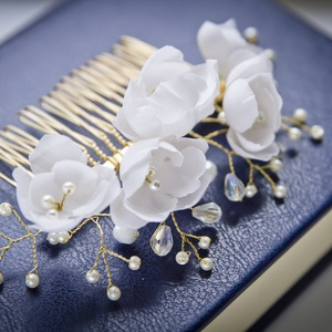 Gyöngyös és virágos  arany színű fejdísz , Esküvő, Gyerek & játék, Hajdísz, ruhadísz, Menyasszonyoknak ajánlom ezt a gyöngyös fejdíszt, ami fésűvel rögzíthető a konty fölött vagy  oldalt..., Meska