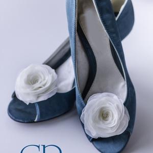 Ekrü rózsa cipőklipsz - stilizált forma (gemma) - Meska.hu