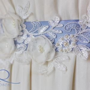 Csipke-öv virágokkal, Táska, Divat & Szépség, Esküvő, Öv, Ruha, divat, A gyöngy, csipke és kézzel készített ekrü virágok alkotják ezt a dekorövet. Kérheted egyedi színű al..., Meska