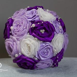 Lila bross-csokor, Esküvő, Esküvői csokor, Rendhagyó menyasszonyi csokor kézzel készült virágokkal, gyöngy- és kristályberakásos brossokkal. Sz..., Meska