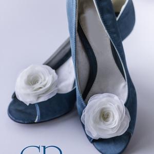 Ekrü rózsa cipőklipsz - stilizált formával (gemma) - Meska.hu