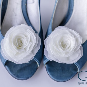 Ekrü rózsa cipőklipsz - stilizált formával, Esküvő, Cipő, cipőklipsz, Ekrü cipőklipsz - megrendelésre.   (Rendelhető hófehér és számos egyéb színben is!)  Ennek a klasszi..., Meska