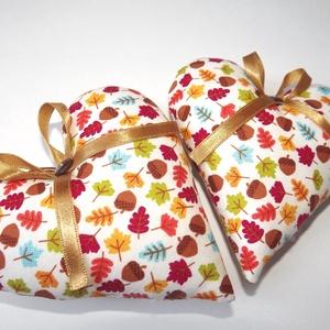 Őszi szívek párban, Dekoráció, Otthon & lakás, Dísz, Varrás, Kellemes őszi hangulatot idéző szívecskék, arany jellegű szalaggal és egy barna gombbal.\nDesigner pa..., Meska