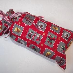Egyszerű mikulászsák textilből, Dekoráció, Otthon & lakás, Ünnepi dekoráció, Karácsony, Ajándékzsák, Varrás, Piros alapon karácsonyi hangulatú képecskékkel díszített pamutvászonból varrt, egyszerű textilzsák, ..., Meska