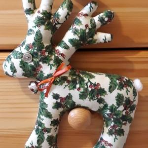 Karácsonyi rénszarvas zöld mintás, Dekoráció, Otthon & lakás, Ünnepi dekoráció, Karácsony, Karácsonyi dekoráció, Varrás, Karácsonyi pamutvászonból varrt rénszarvas dekoráció, saját sablon alapján.Flízzel tömött.\nCsengővel..., Meska