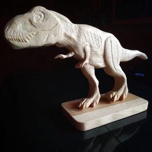 Faragott fa t-rex asztal dísz, dekoráció, Otthon & Lakás, Dekoráció, Egyedi T-rex formájú dekoráció kézzel faragva, hársfából. Biolakkal van kezelve,teljesen környezet é..., Meska