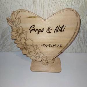 fa szív dekoráció,asztaldísz évfordulóra, Otthon & Lakás, Dekoráció, Dísztárgy, Gyönyörű,hárs  fából készült szív. Egyedi ajándék lehet,évfordulóra,esküvőre. A felirat lézeres grav..., Meska