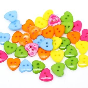 Gyönyörű szív alakú gombok vegyes színekben, Gomb, Műanyag gomb, Varrás, Gomb, Mindenmás, Gyönyörű szív alakú gombok vegyes színekben\nMérete: 15 x 14 mm\n20 db/csomag\nÁra: 340 Ft (17 Ft/db)\nS..., Meska