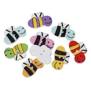 Méhecske formájú gombok vegyes színekben, Dekorációs kellékek, Gomb, Varrás, Gomb, Méhecske formájú gombok vegyes színekben\nMérete: 20 mm x 13 mm\n10 db/ csomag\nÁra: 300 Ft/ csomag (30..., Meska