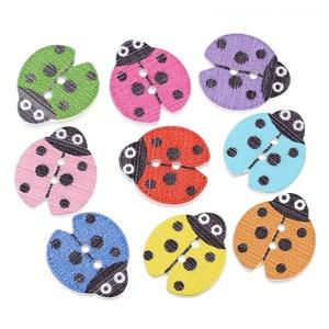 Katica formájú gombok vegyes színekben, Dekorációs kellékek, Gomb, Mindenmás, Varrás, Katica formájú gombok vegyes színekben\nMérete: 18 mm x 16 mm\n10 db/ csomag\nÁra: 290 Ft/ csomag (29 F..., Meska