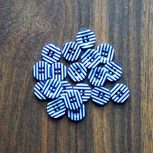 4 féle kerek csíkos műanyag gomb 20 db, Dekorációs kellékek, Gomb, Mindenmás, Varrás, Gomb, Kerek csíkos gombok \nMérete: 13 mm\n20 db/csomag\nÁra: 440 Ft (22 Ft/db)\nA termékekről minden esetben ..., Meska