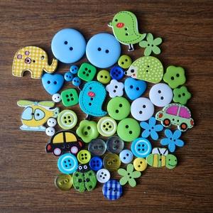 Fiús vegyes színű gombválogatás, Dekorációs kellékek, Gomb, Mindenmás, Varrás, Gomb, Fiús vegyes színű gombválogatás fa és műanyag gombokkal\nMéret: 6 mm - 29 mm\n50 db/csomag\nÁra: 730 Ft..., Meska