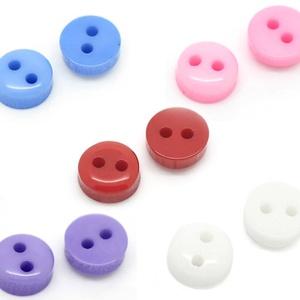 AKCIÓ!!!50 db 6 mm-es műanyag gombocska, Dekorációs kellékek, Gomb, Mindenmás, Varrás, Gomb, 6 mm-es műanyag gomb 50 db-os csomagban.\nA csomagot vegyes színekből állítjuk össze, de ha valamelyi..., Meska