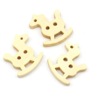Natúr hintaló alakú gombok, Dekorációs kellékek, Gomb, Varrás, Mindenmás, Gomb, Natúr hintaló alakú gomb\nMérete: 14*12 mm\n20 db / csomag\nÁra: 420 Ft/csomag (21 Ft/db)\n\nA termékekrő..., Meska