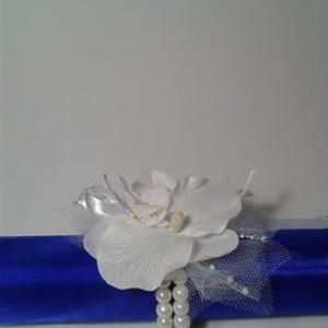 Orchidea csuklódísz esküvőre (gervera) - Meska.hu