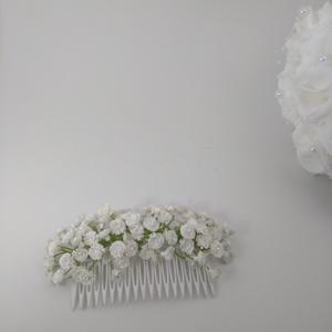 Hajdísz rezgővel, Fésűs hajdísz, Hajdísz, Esküvő, Virágkötés, Az igazihoz megszólalásig hasonlító apró virágokkal (rezgővel) díszítettem a fésűt. Hosszú ideig meg..., Meska