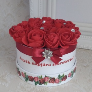 Mini virágbox anyák napjára, strasszos, Csokor & Virágdísz, Dekoráció, Otthon & Lakás, Virágkötés, Decoupage, transzfer és szalvétatechnika, Egy doboznyi örökké tartó szeretet édesanyáknak, nagymamáknak.\nMini habrózsákból készítettem a virág..., Meska