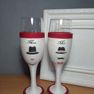 Zsinóros pohár pároknak, Esküvő, Esküvői dekoráció, Nászajándék, Férfiaknak, Decoupage, transzfer és szalvétatechnika, Mr és Mrs felirattal díszített pezsgős poharak pároknak! Eljegyzésre, esküvőre, évfordulóra.\nA pohar..., Meska