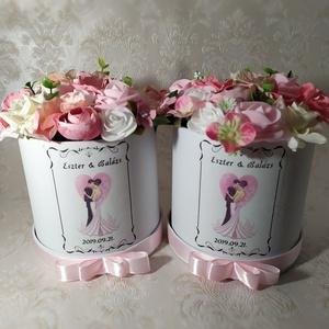 Virágbox felirattal, henger, Esküvő, Otthon & lakás, Virágkötés, \nEgyedi képpel, felirattal díszített virágbox.\n\nEsküvőre köszönet ajándéknak ajánlom. Más alkalomra ..., Meska