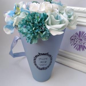 Virágbox, tölcsér, kék, Otthon & Lakás, Dekoráció, Csokor & Virágdísz, Virágkötés, Elegáns virágdobozban, élethű, prémium minőségű selyemvirágok. Különleges ajándék lehet minden alkal..., Meska