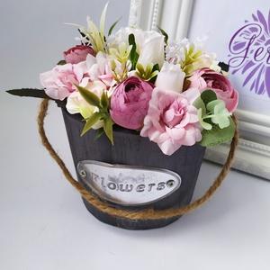 Pici dézsa rózsaszín virágokkal, Csokor & Virágdísz, Dekoráció, Otthon & Lakás, Virágkötés, Pici fadézsában, élethű, prémium minőségű selyemvirágok. Különleges ajándék lehet minden alkalomra, ..., Meska