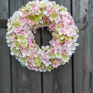 Hortenzia ajtódísz, Ajtódísz & Kopogtató, Dekoráció, Otthon & Lakás, Virágkötés, Rózsaszín prémium minőségű, élethű selyemvirágból készítettem.\nÁrmérője:33 cm, Meska