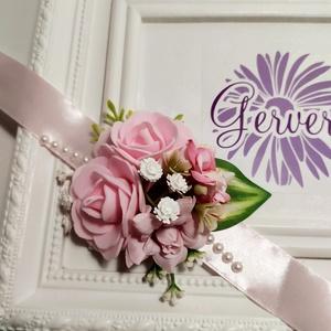 Halvány rózsaszín csuklódísz, Esküvő, Esküvői csokor, Esküvői dekoráció, Hajdísz, ruhadísz, Virágkötés, Prémium minőségű, élethű selyem virágból készítettem.\nEgyedi, elegáns kiegészítő.\nÁrmérője:9 cm\nA sz..., Meska
