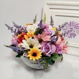 Mezei virágok lavórban, Csokor & Virágdísz, Dekoráció, Otthon & Lakás, Virágkötés, Csodaszép, színes selyemvirágok kavalkádja kis lavórban. Igazi retro asztaldísz.\nÜde, vidám színfolt..., Meska
