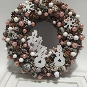 Kopogtató, hóemberek, Karácsony & Mikulás, Karácsonyi kopogtató, Virágkötés, Természetes anyagokból készült téli kopogtató. \nÁtmérője 23 cm, Meska
