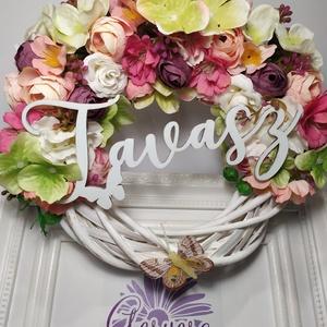"""Virágos tavasz, Otthon & Lakás, Dekoráció, Ajtódísz & Kopogtató, Virágkötés, Fehér vessző alapra készült kopogtató. Gyönyörű selyemvirágokkal díszítettem, \""""tavasz\""""felirattal és ..., Meska"""