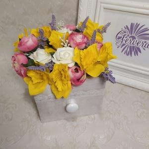 Tavaszi asztaldísz, fiók, Esküvő, Emlék & Ajándék, Köszönőajándék, Virágkötés, Fa fiókot telepakoltam a tavasz virágaival. élethű selyemvirágok. Csodás díszei lesznek az otthonodn..., Meska