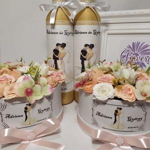 Köszönő ajándék esküvőre, drapp-barack, Esküvő, Emlék & Ajándék, Köszönőajándék, Decoupage, transzfer és szalvétatechnika, A csomag 2db zsinórozott pálinkás üveget (500ml)tartalmaz, egyedi díszítéssel az elején és a hátolda..., Meska