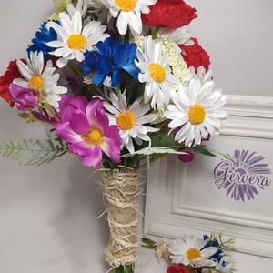 Tarka rét menyasszonyi csokor, Esküvő, Menyasszonyi- és dobócsokor, Virágkötés, Mezei virágok csokorba kötve. Élethű selyemvirágokból készítettem, így nem kell aggódnod a virágok m..., Meska