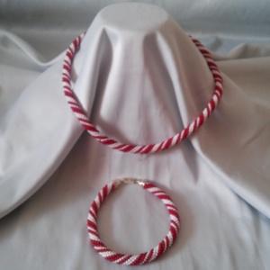 """Bordó - fehér \""""hurrikán\"""", Ékszerszett, Ékszer, Horgolás, Ékszerkészítés, Az idei év egyik divatszínét, a bordót felhasználva készítettem ezt az egyszerű, de mutatós együttes..., Meska"""