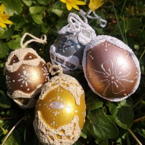 Csillogó metál színű horgolt húsvéti tojások, Otthon & lakás, Lakberendezés, Asztaldísz, Dekoráció, Ünnepi dekoráció, Húsvéti díszek, Horgolás, Gyönyörű metál színű tyúktojások, melyeket egyedi horgolás és kézzel festett gyöngyházfényű festés d..., Meska