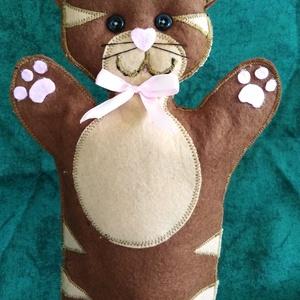 Cica báb, Kesztyűbáb, Bábok, Játék & Gyerek, Baba-és bábkészítés, Ez a kedves kis cica báb puha filc anyagból készült,  szeme varrott, gombocskákból áll. Orra,  tappa..., Meska
