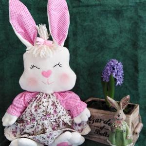 Rózsika nyuszi, Játék & Gyerek, Plüssállat & Játékfigura, Nyuszi, Varrás, Baba-és bábkészítés, Rózsika egy 43 cm-es /füllel együtt/ bűbájos nyuszilány. Anyaga fehér plüss,  töltete 100 %gyapjú. A..., Meska
