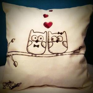 Szerelmes baglyos díszpárna (akár névvel, dátummal is)  (Gigush) - Meska.hu