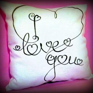 """Ajándék párna \""""I love you\""""(akár névvel, dátummal is) VALENTIN NAPRA!, Lakberendezés, Otthon & lakás, Lakástextil, Párna, Szerelmeseknek, Ünnepi dekoráció, Dekoráció, Varrás, Fotó, grafika, rajz, illusztráció, Ez a pihe-puha párna tökélestes ajándék szerelmednek. A feliratot textilfestékkel készítettem (a pár..., Meska"""