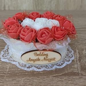 Kis rózsadobozok, Esküvő, Emlék & Ajándék, Doboz, Famegmunkálás, Decoupage, transzfer és szalvétatechnika, Égetett/ festett fadoboz rózsákkal töltve. Alkalomhoz illő felirattal díszitem, melyet az ár tartalm..., Meska