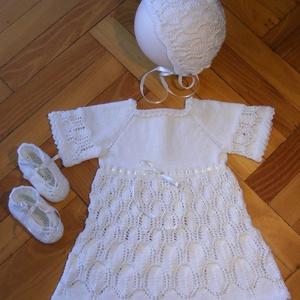 Keresztelőruha + cipő + sapka szett 0 - 6 hónapos kislánynak, Ruha & Divat, Babaruha & Gyerekruha, Keresztelő ruha, Horgolás, Kötés, Keresztelőruha + cipő + sapka szett ecrü színben 0 - 6 hónapos kislány részére. Csak egy db készült ..., Meska