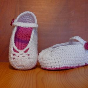 Nyári fehér horgolt balerina cipő magenta színű talppal 0-6 hónapos korig, Ruha & Divat, Babaruha & Gyerekruha, Babacipő, Nyári fehér horgolt balerina cipő magenta színű talppal 0-6 hónapos korig. 30 fokos vízben kézzel mo..., Meska